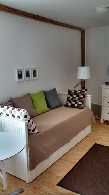 schicke wohnung in lauschigem hof pensione in affitto a halle saale sachsen anhalt germania. Black Bedroom Furniture Sets. Home Design Ideas