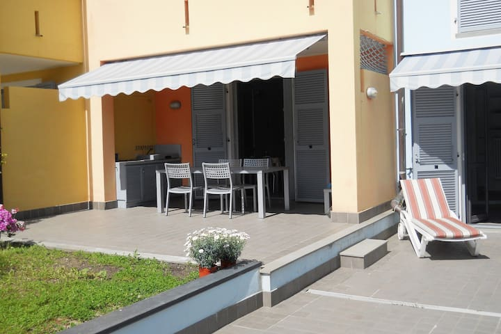 Huge patio and outdoor kitchen 300mt from sea - Loano - Wohnung