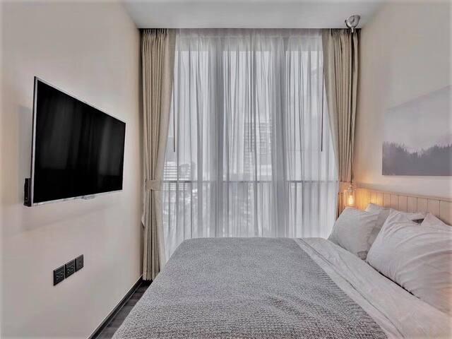 曼谷市区CBD高级公寓【高层无边泳池】【高层健身房】