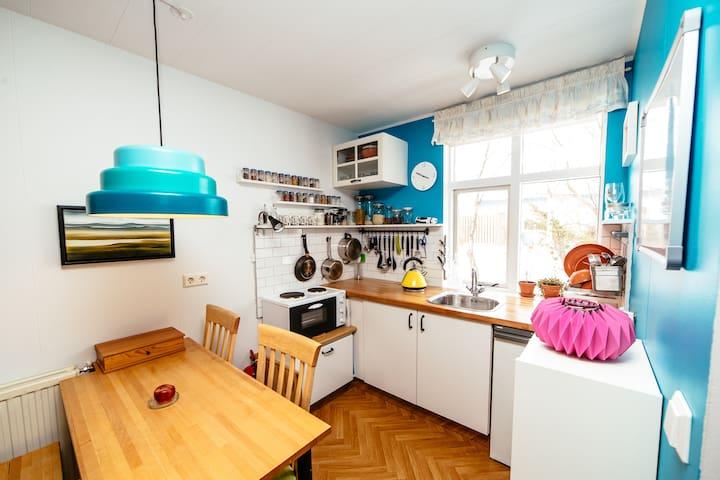 Colorful, Comfy & Convenient - Garðabær