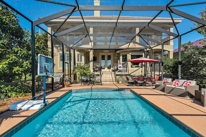 Pretty Home Sleeping 14! Pet-Friendly, Private Screened-in Pool & Sundeck!