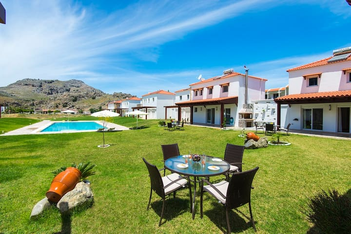 2 Bedrooms villa with pool, 300m from the sea (10) - Kolympia - Huis