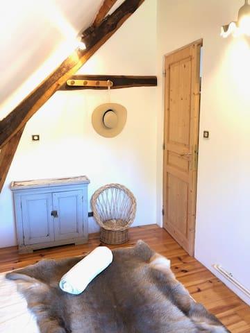 Chambre 2, lit 140cm