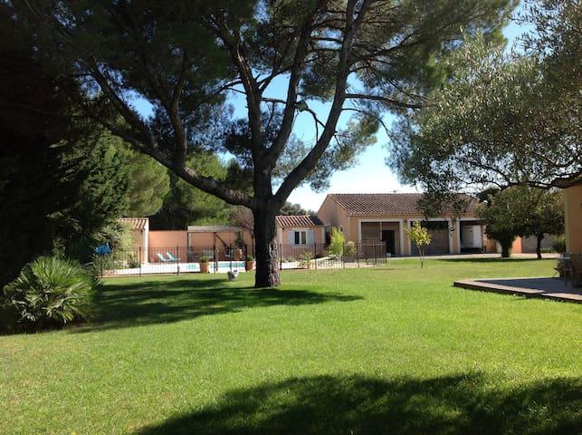 Villa Lançon-Provence - Lançon-Provence - House