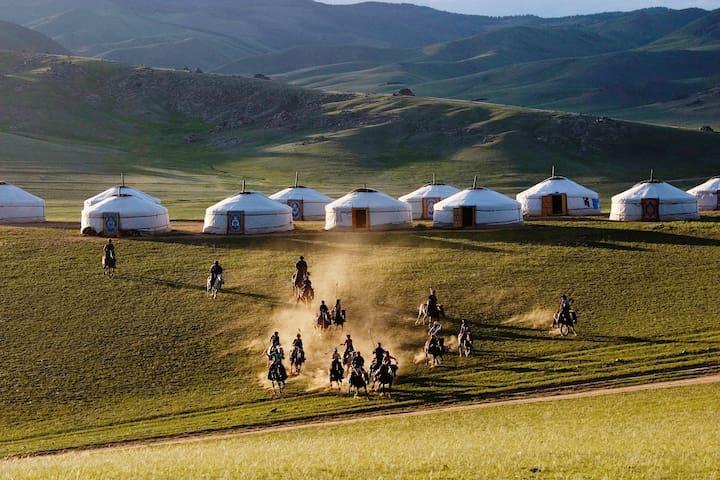 Mongolian nomadic life - ULAANBAATAR  - Jurtta