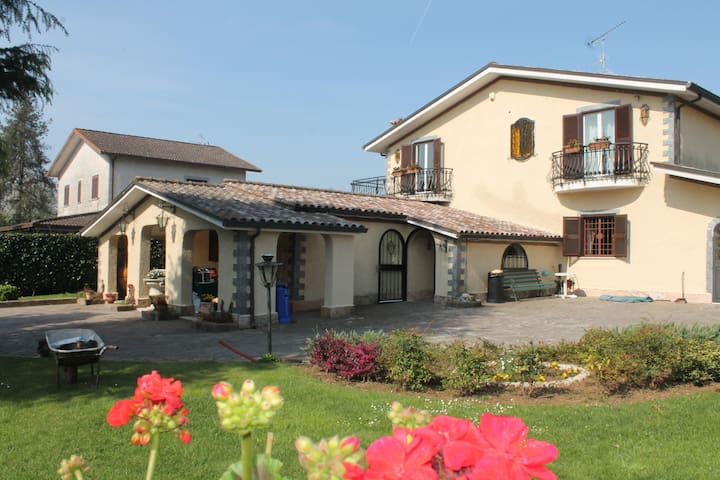 Private flat in Villa-close to Rome - Labico - บ้าน