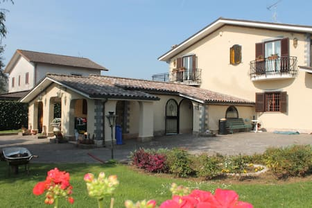 Private flat in Villa-close to Rome - Labico - Hus