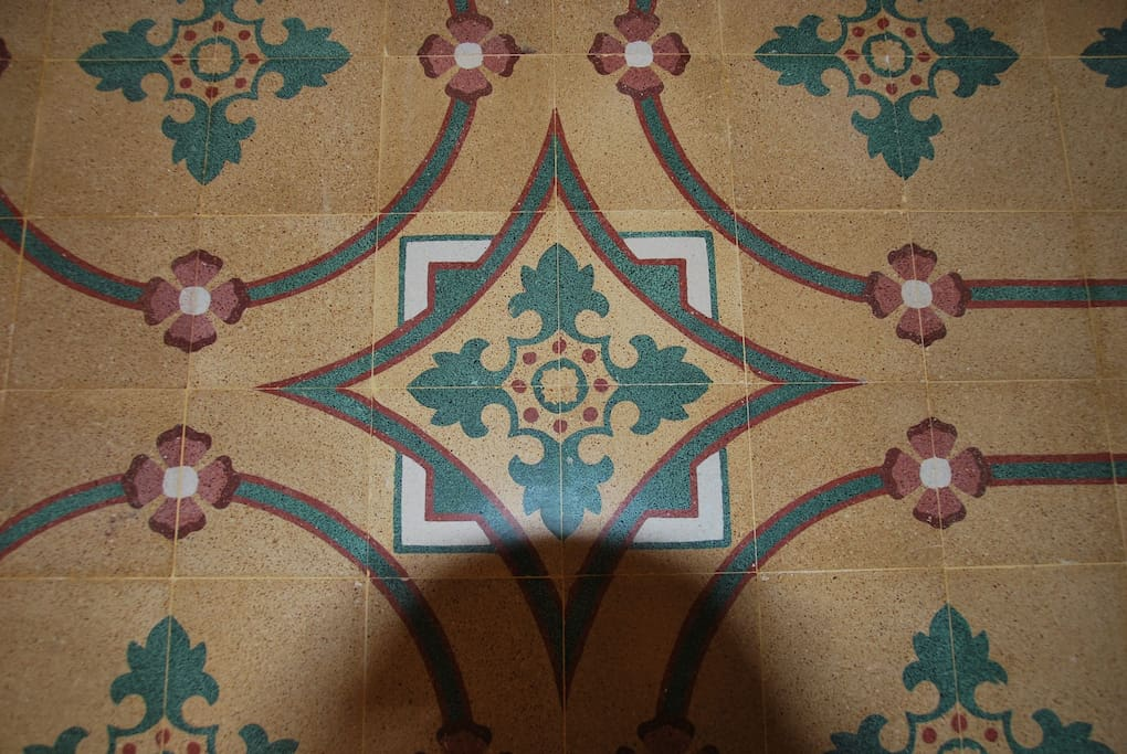 Pawlu Antique Tiles