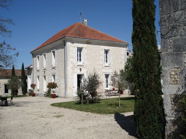 Logis des Beauries - Birac - Bed & Breakfast