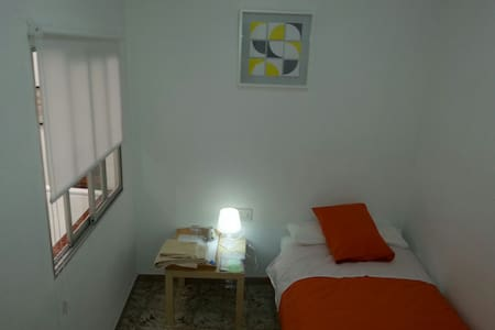 Single room in Valencia Center - València