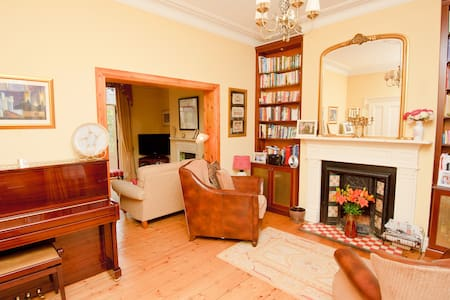 sunny double room in victorian home - Dublin - Haus