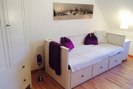 - City Nest 1 -  Zimmer im 1. Stock - Lübeck - Haus