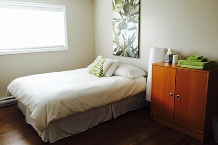 Three Bedroom-Private Entry Suite - Saanichton - 一軒家