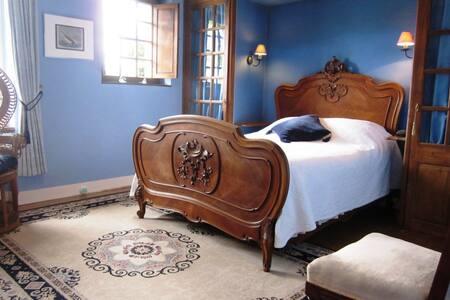 La Croix du Reh : Blue room - Châteauneuf-la-Forêt - Bed & Breakfast