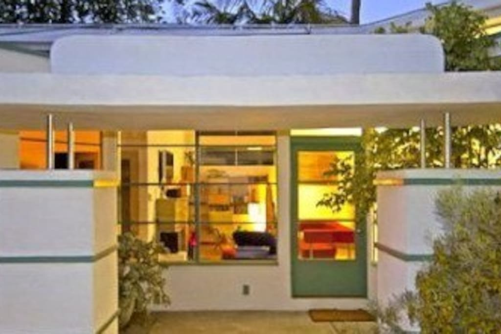 Streamline Moderne 3 Bedroom Houses For Rent In Los Angeles California United States