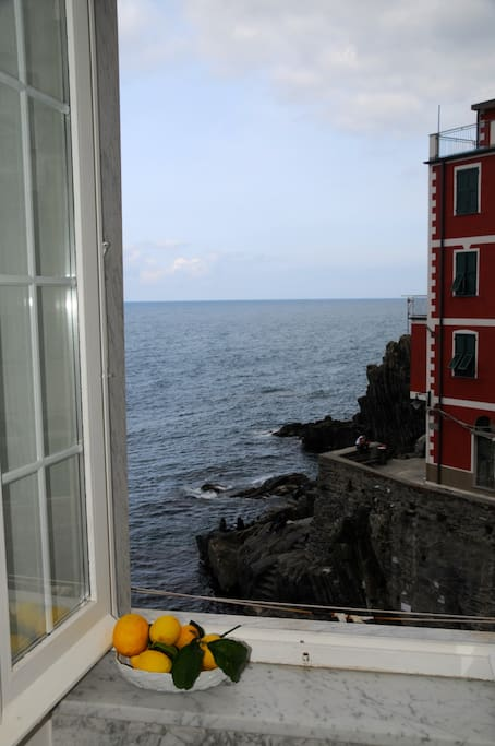 Una finestra sul mare free wi fi apartments for rent in riomaggiore liguria italy - Una finestra sul mare ...