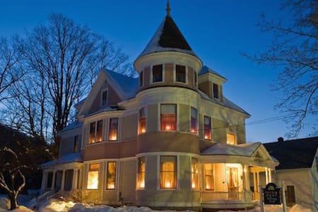 The Lawrence House Starksboro Room - Bristol - Bed & Breakfast