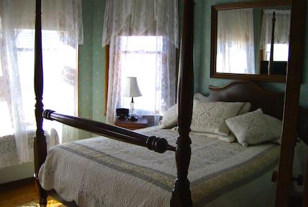 The Lawrence House Starksboro Room - Bristol