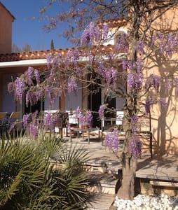 Maison entre Aix et Ste Victoire - Saint-Marc-Jaumegarde - วิลล่า