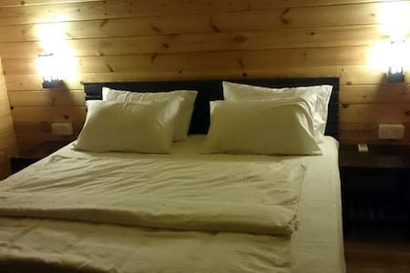 Deluxe AC Wooden Cottages - Arambol - กระท่อม