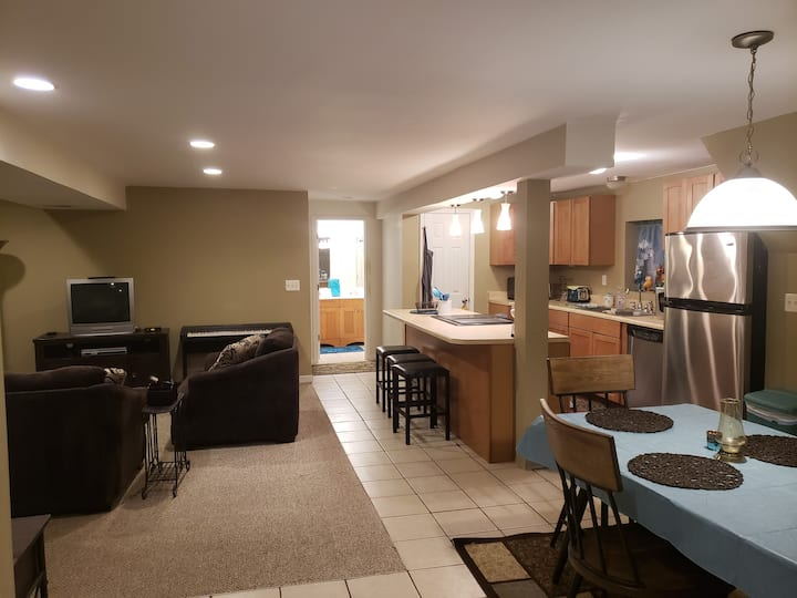 CWE Spacious 1BR Carriage House - Yours to Enjoy!