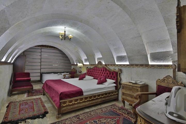 Hermes Cave Hotel Uçhisar kalesi manzaralı