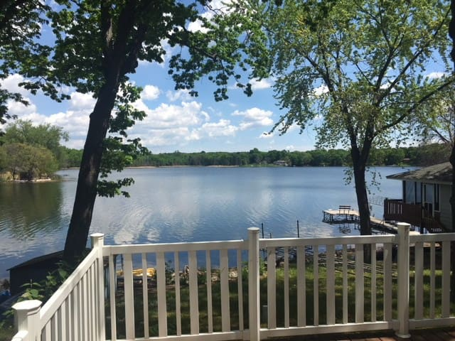 Relax at the lake-less than hour from Twin Cities!