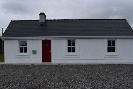 Cosy, Modern Cottage located near River Moy