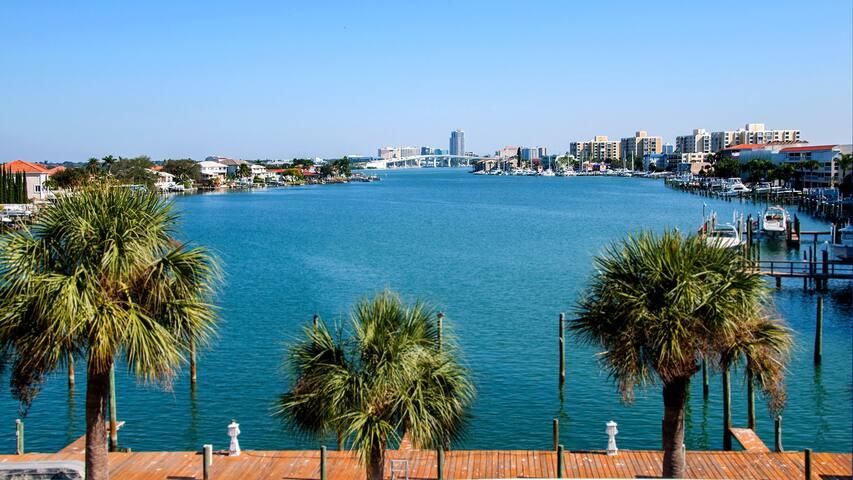 Beautiful Bay Front 2 Bedroom Condo - Clearwater - Selveierleilighet