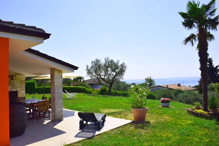 Lovely villa Lake Garda