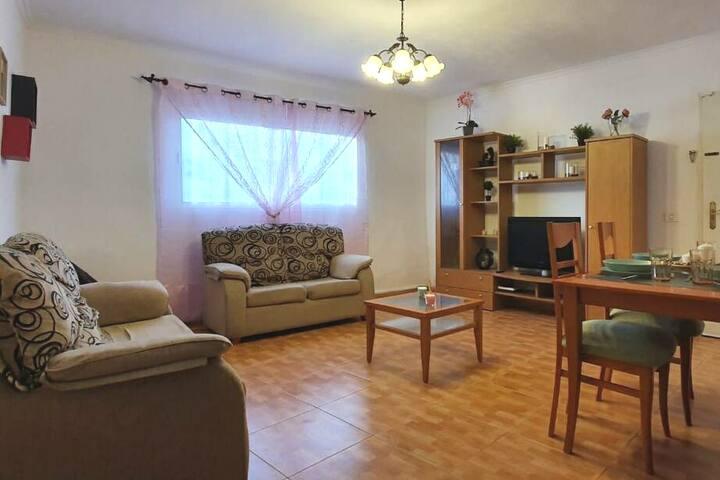 Casa completa en La Laguna 3 habitaciones 3 baños.