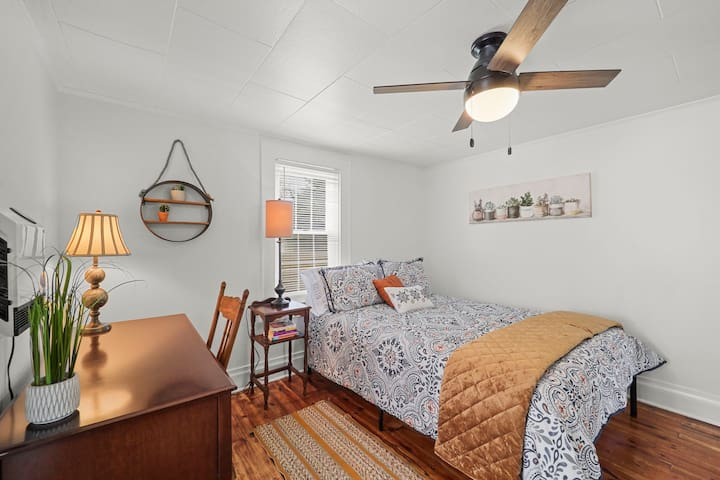3rd Queen Sized Bedroom with Workspace