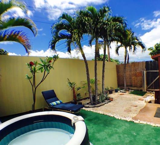 1/2 block from beach/bars w/ spa - location!