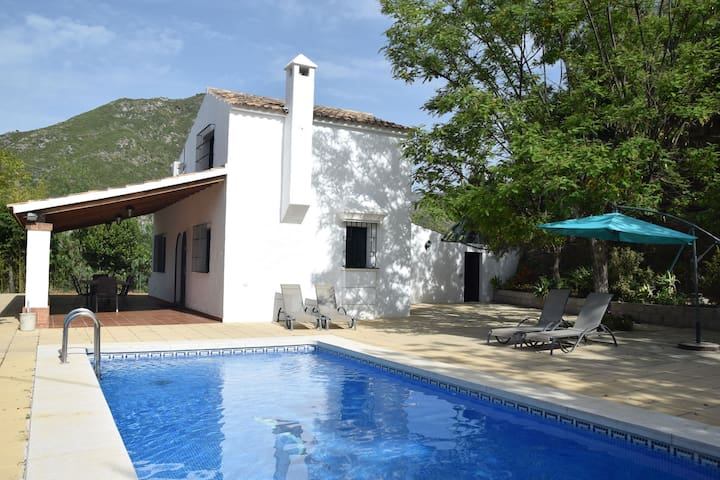 Detached holiday home with comfortable decor, privacy and great view