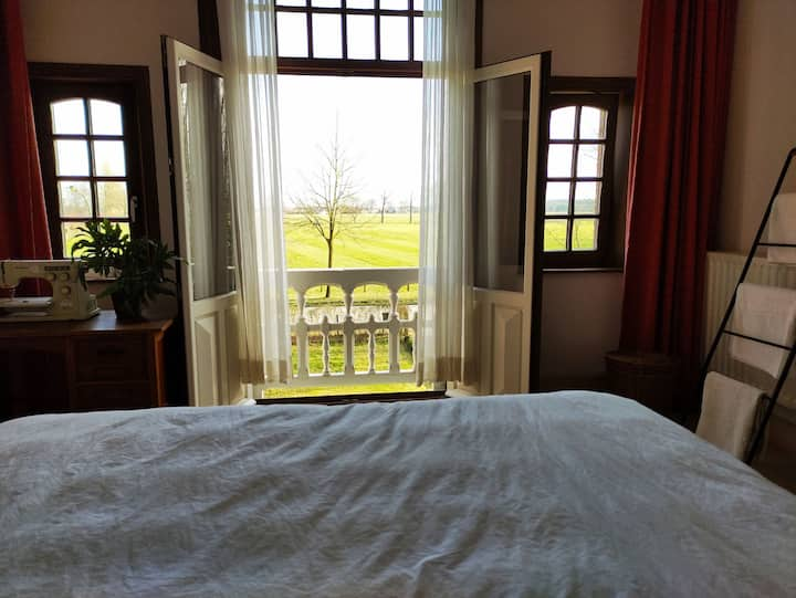 Cosy room with superb view in forest, near Bruges