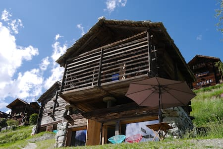 mayen à Olivier, Val d'Hérens, Valais, Sion Suisse - Evolène - Blockhütte