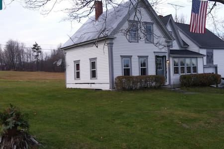 4 Season Country Vacation Home - New Sharon - Hus