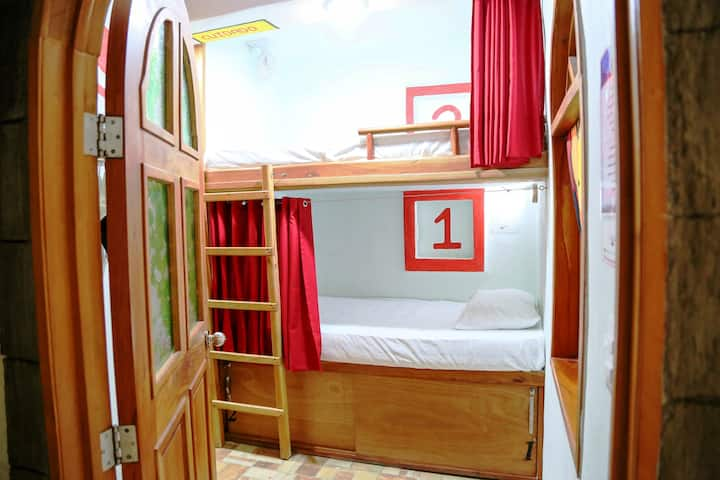 Hostal Natura Cancun Red Room 6 beds *