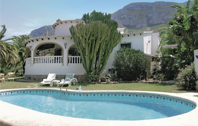 Holiday cottage with 3 bedrooms on 90m² in Denia