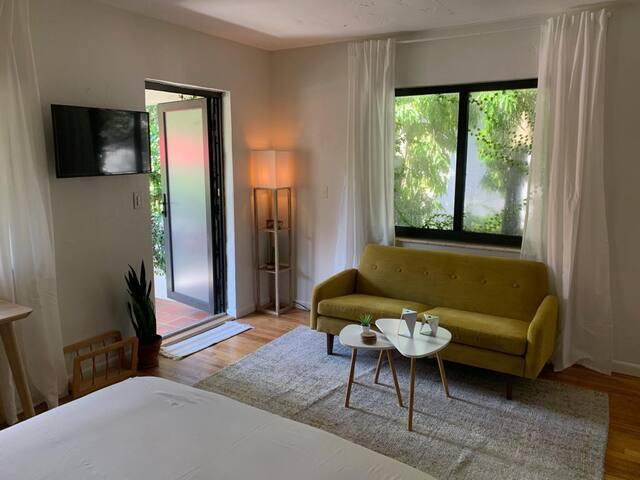 Modern and Bright studio in Miami shores