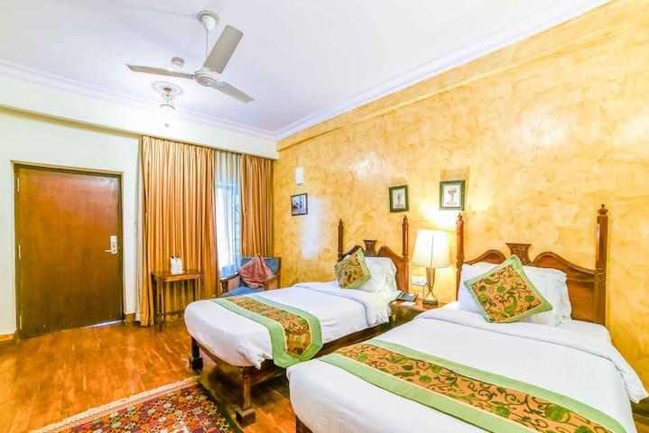 Beautiful Club Twin Room  in Heritage Palace!
