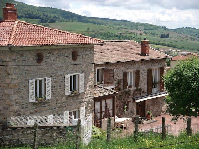Appartement d'une maison en pierre du Beaujolais - Les Ardillats - Wohnung