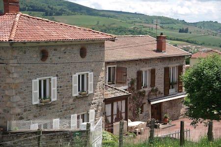 Appartement d'une maison en pierre du Beaujolais - Les Ardillats - Pis