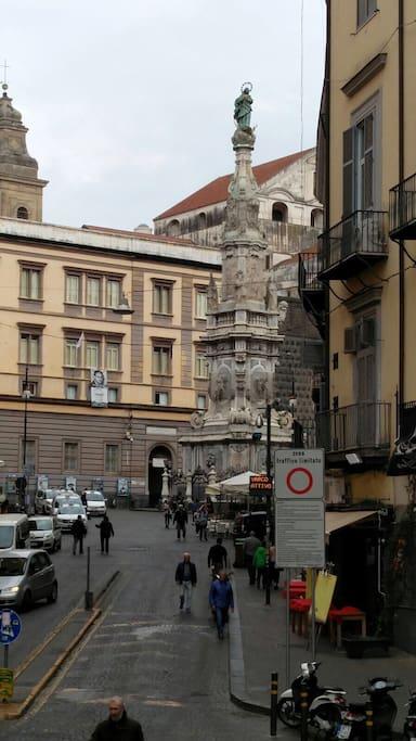 Vista dal balconcino su Piazza del Gesu'