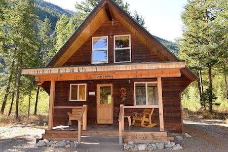 Amazing river front cabin! - Mazama - Бунгало