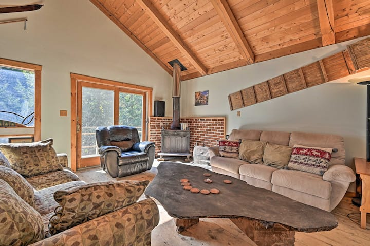 NEW! Cozy Cabin w/ Fire Pit: 3 Miles to Stowe Mtn!