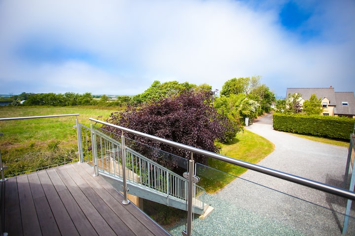 Pembrokeshire Retreat apartment with views