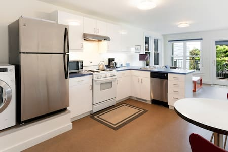 Charming Noe Valley Flat w/ Terrace