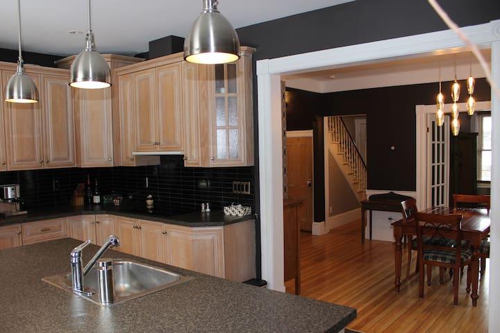 Maison de ville Centre-ville - Sherbrooke - House