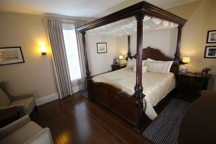Homestead Inn - Kennedy Suite